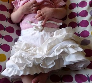 Ruffled Newborn Skirt Great Baby Gift Idea: Sew a Car Seat Liner